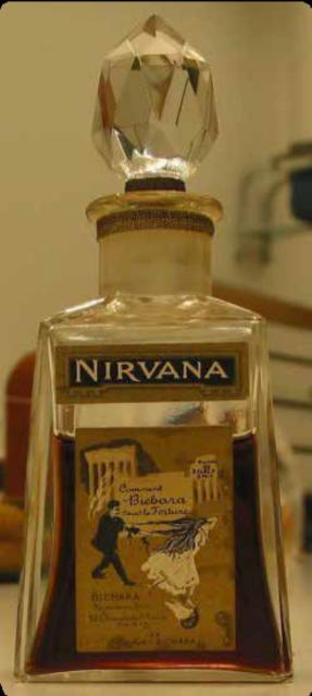 Imagen 1. Frasco del perfume Nirvana de Bichara. Fotografía: Archivo de The Museum of Fine Arts of Houston. Fuente: https://www. mfah.org/art/detail/60461?returnUrl=%2Fart%2Fsearch%3Fartis- t%3Dfor%2BParfums%2BBichara