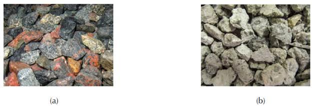 (a) Agregados gruesos graníticos usados para el proceso de trituración del mismo hormigón
