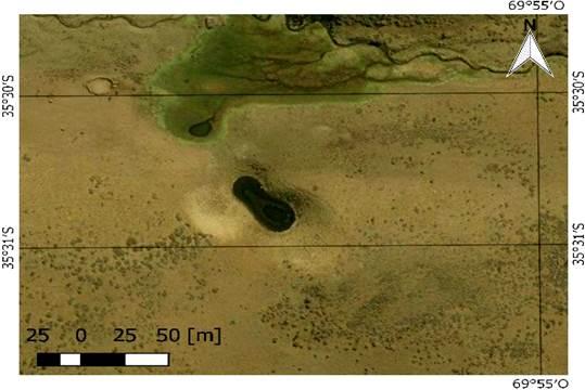 Dolinas aisladas (uvala) N.º 14 y 15, se puede observar que inmediatamente en su extremo izquierdo se está formando una nueva dolina. Zona norte presencia de vegas. Geositio 11
