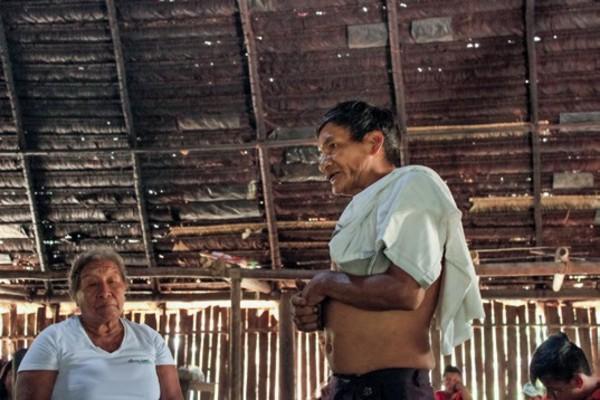 El sabedor Aurelio contando historias de Chagra