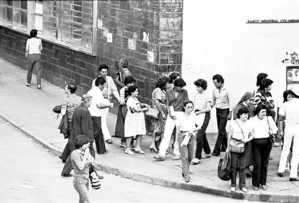 Abajo: Luz Elena Castro, Mujeres carteristas, Medellín (1979)