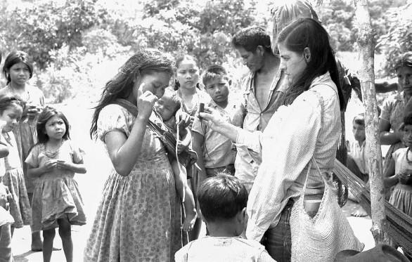 En el rodaje de Planas (1971) Marta Rodríguez a la derecha.