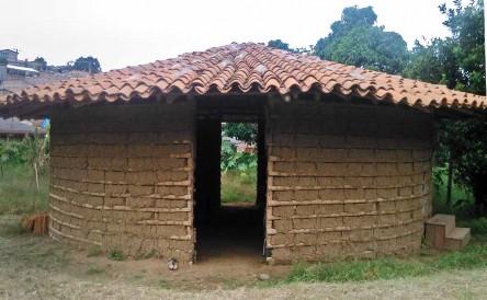 """Un centro de aprendizaje o """"aula"""" de acuerdo a la Chakana y según la entrada y salida del sol. Casa ancestral Yanakona. """"No se requiere mucha infraestructura sino lo necesario y salir a caminar la palabra"""". Fuente: propia."""