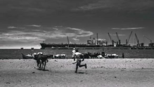 Imagen 3. The port at the end of the sea   (Kostas Tsanakas, 2019). Fotografía digital