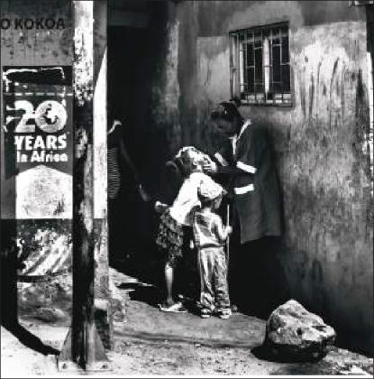 Imagen 1. 20 years in África (Kostas Tsanakas, 2019). Fotografía digital.