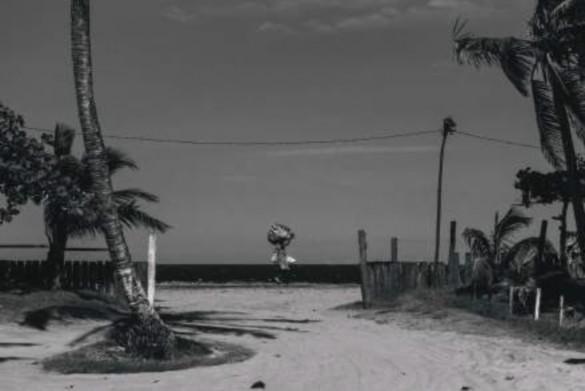 Imagen 17. Leaving (Kostas Tsanakas, 2019). Fotografía digital.