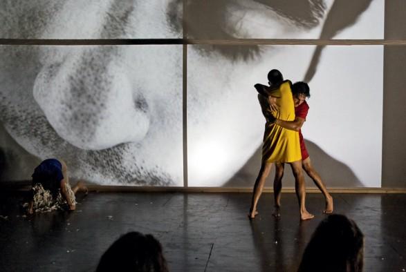 Imagen 3. Habitar el cuerpo abyecto: realización escénica a partir de un laboratorio escénico. Amanda Méndez Ramírez, (2019). Fotografía: Nathalie Méndez.