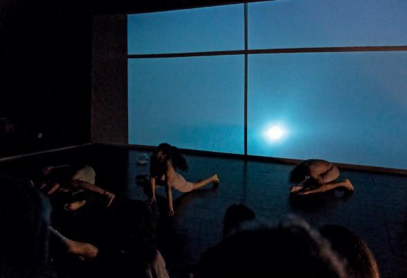 Imagen 5. Habitar el cuerpo abyecto: realización escénica a partir de un laboratorio escénico. Amanda Méndez Ramírez, (2019). Fotografía: Nathalie Méndez.