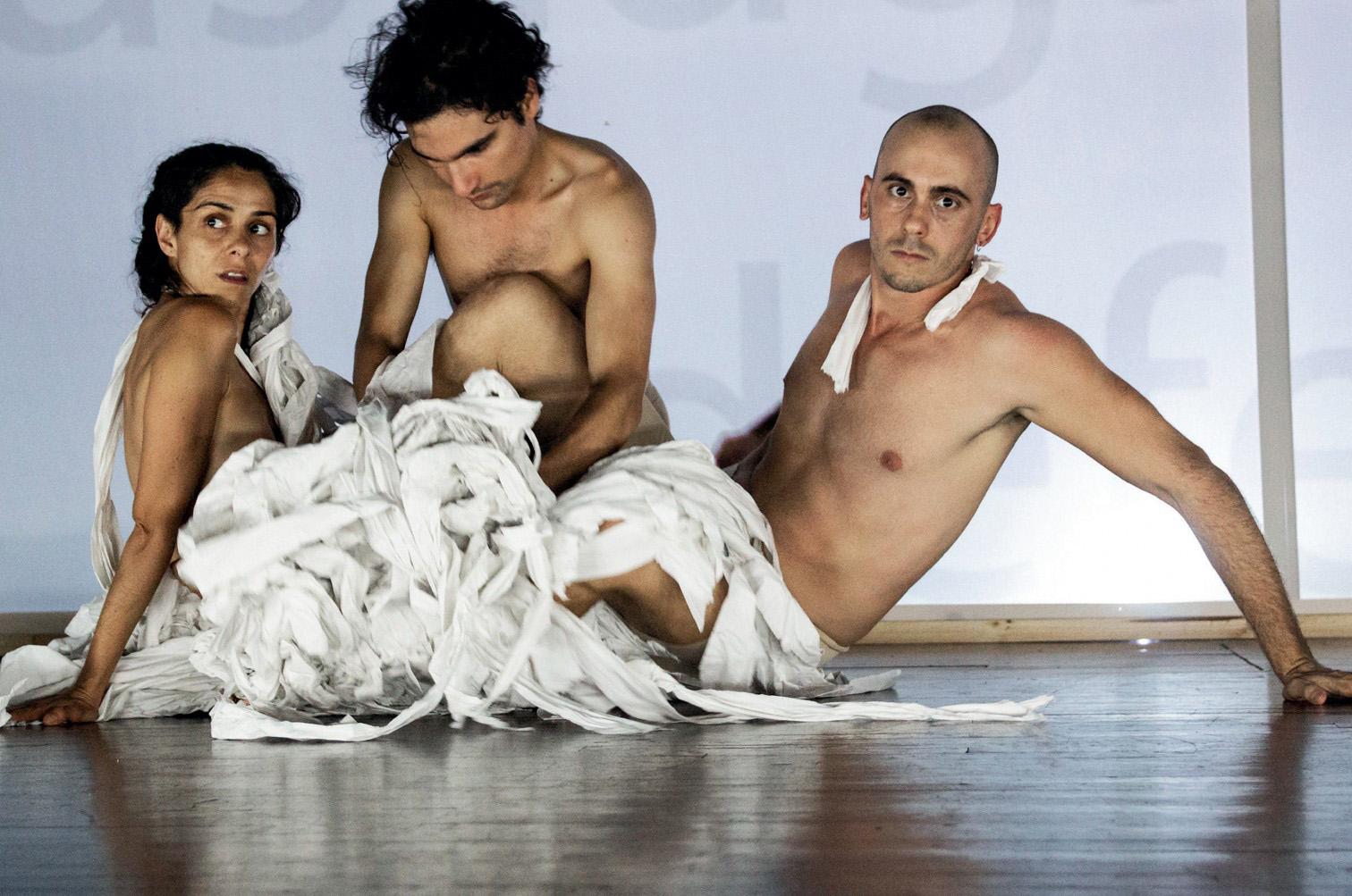 Imagen 6. Habitar el cuerpo abyecto: realización escénica a partir de un laboratorio escénico. Amanda Méndez Ramírez, (2019).