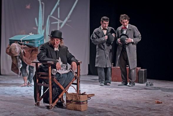 Imagen 5. Esperando a Godot, (2017). Artes Escénicas ASAB. Director: Johann Felipe Vega. Fotografía: Carlos Mario Lema.