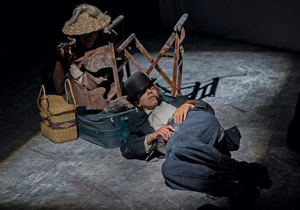 Imagen 6. Esperando a Godot, (2017). Artes Escénicas ASAB. Director: Johann Felipe Vega. Fotografía: Carlos Mario Lema.